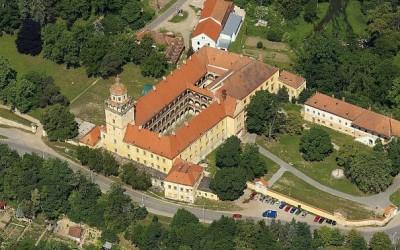 5625946-moravsky-krumlov-zamek-park_denik-605