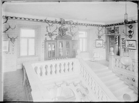 zamek-choustnik_interier_1902_schodiste2