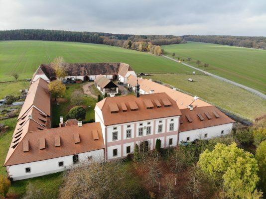 Zamek Bykov Chateau.cz 01